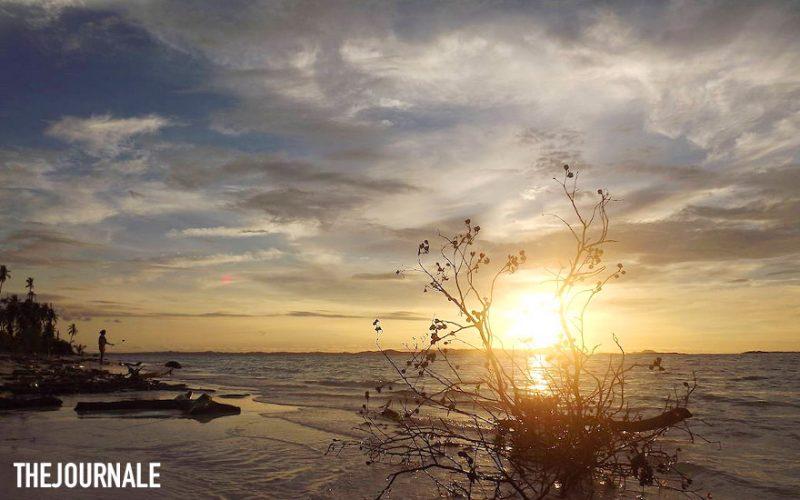 Menanti senja di Pulau Panjang