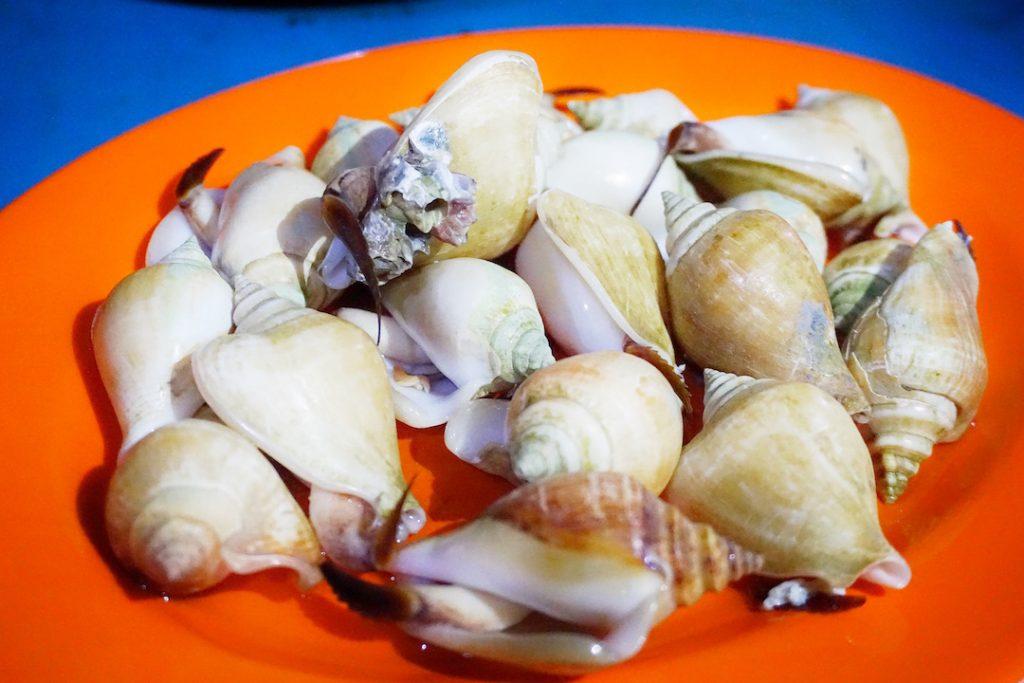 Mencicipi Gonggong Khas Kepri: Seafood yang Kenyal dan Lezat