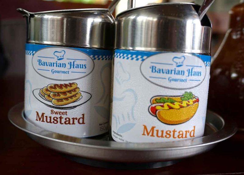 Mustard Bavaria Haus Puncak